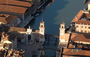 Veduta aerea dei bacini dell'Arsenale, Venezia, in un'immagine diffusa oggi 16 giugno 2011. ANSA / CONSORZIO VENEZIA NUOVA