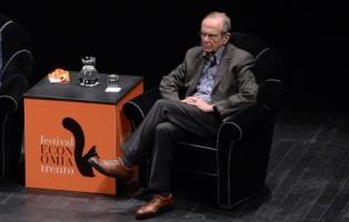 Il ministro dell'Economia Pier Carlo Padoan interviene al Festival dell'Economia a Trento, 1 giugno 2015. ANSA/PANATO