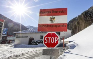 epa06066276 (FILE) -  A border sign at the border post between Tyrol, Austria, and South Tyrol, Italy, viewed from the Austria side on 19 January 2016, (reissued 04 July 2017). Media reports on 04 July 2017 state that Austrian Defence Minister Hans Peter Doskozil has said that troops could go to the Brenner Pass, the border in Tyrol between Austria and Italy and four Pandur armoured personnel carriers had been sent to  Tyrol with 750 troops on readiness to move in an effort to stop any large numbers of migrants croassing the border.  EPA/JAN HETFLEISCH