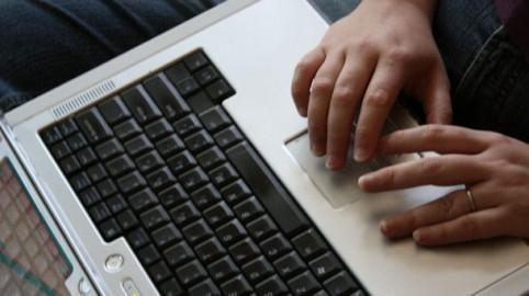 lavora-su-internet-con-pc-azienda