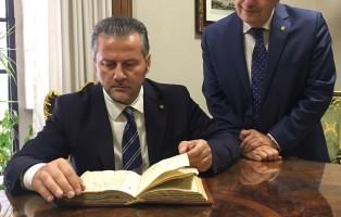 presidente-ciambetti-e-prefetto-biblioteca-apostolica-su-digitalizzazione-diaroi-pietro-querini