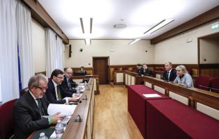 Il presidente della Regione Lombardia Roberto Maroni (s) durante l'audizione in commissione bicamerale e d'inchiesta sul Federalismo Fiscale, Roma, 9 novembre 2017. ANSA/GIUSEPPE LAMI