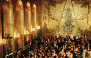 Dansen i Gyllene Salen, där alla möts till levande orkester, pristagare, gäster och studenter. Dansen börjar efter Nobelmiddagens desert och är en av höjdpunkterna på Nobelfesten i Stadshuset.
