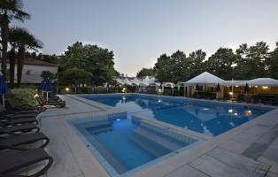piscina-di-sera-villa-patriarca-hotel-ristorante-mirano-venezia