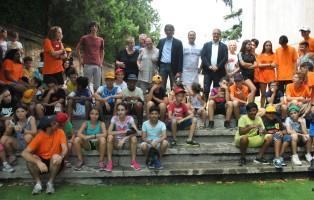 sindaco_e_ass-bertacco_con_i_ragazzi_di_santa_teresa