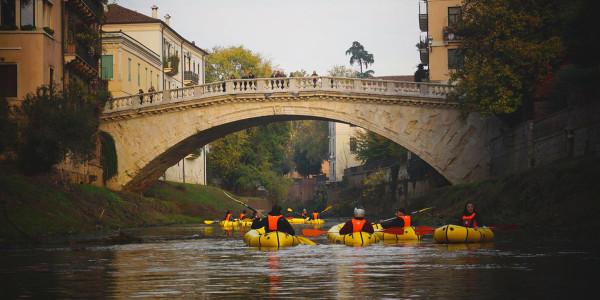 le-voci-nel-fiume