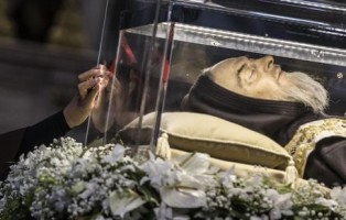 The remains of Saint Pio and of Saint Leopold Mandic are displayed to faithful inside St. Peter's Basilica, Vatican City, 09 February 2016. ANSA/ ANGELO CARCONI