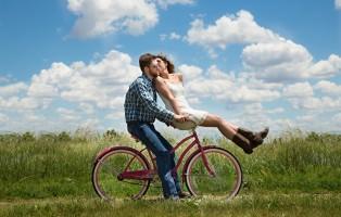 couple-1718244_1920-1